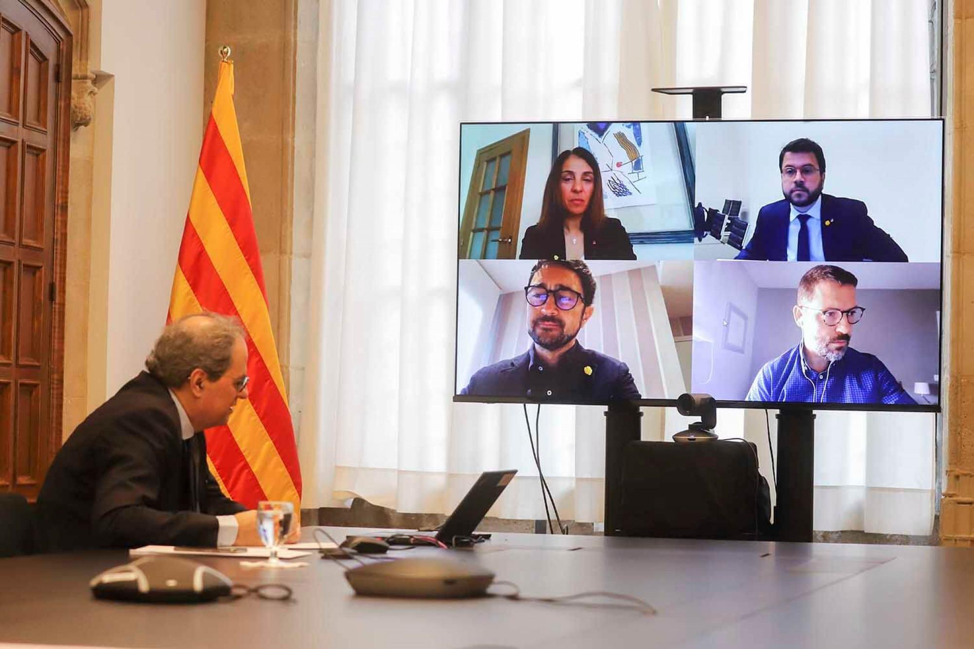 Part del govern català connectat a través d'una reunió telemàtica.