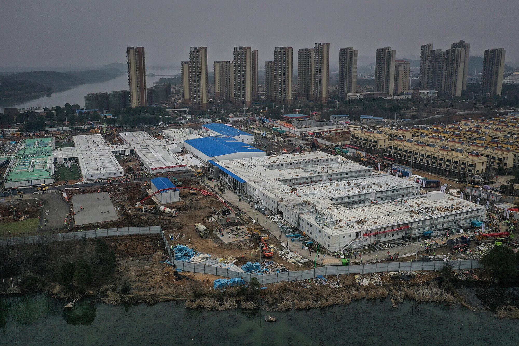 Imatge aèria del megahospital construït en pocs dies a Wuhan.