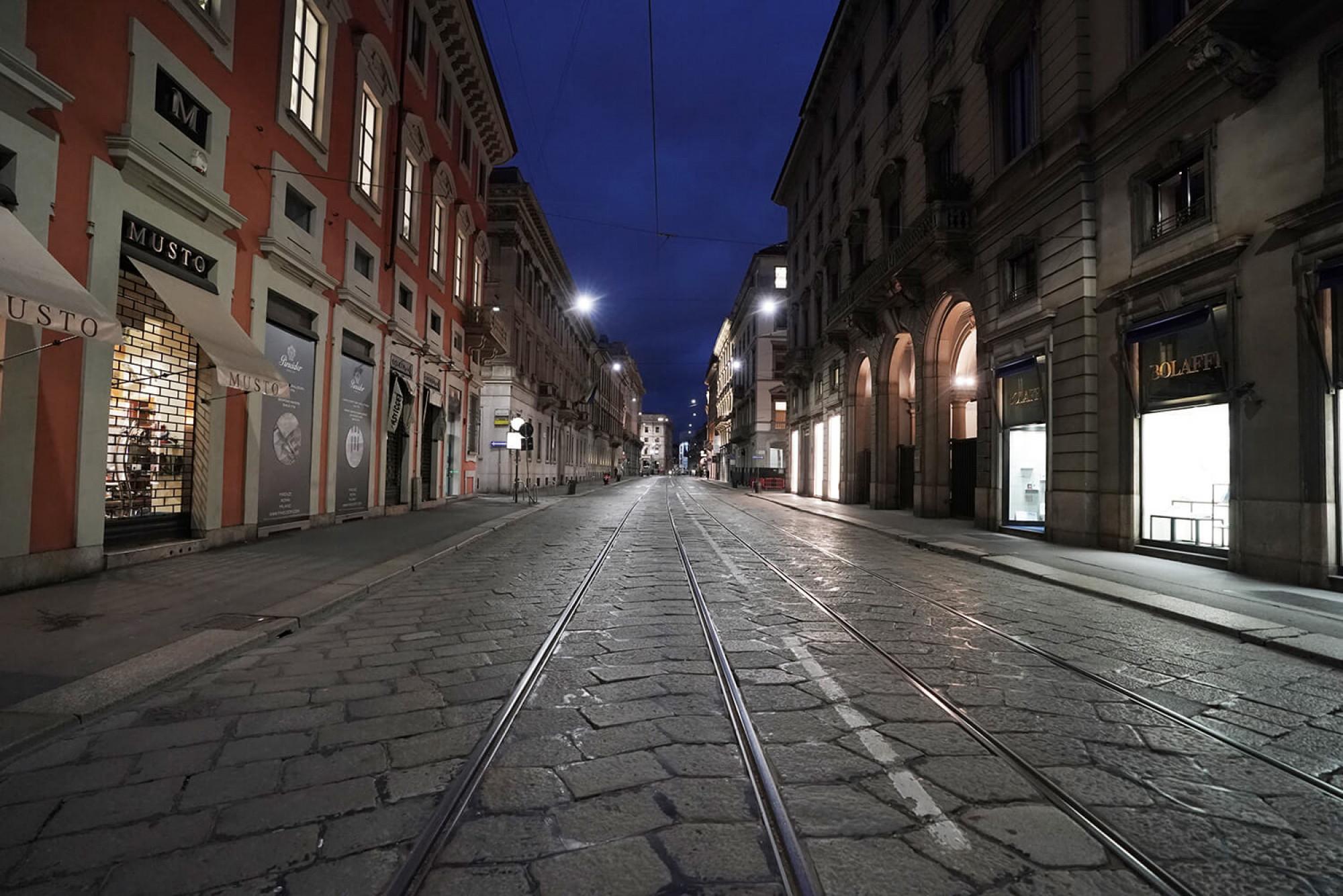 Aquesta escena, carrers buits, es converteix en freqüent a Itàlia, especialment al nord del país.