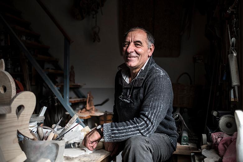 Manolo Cirujeda al taller de casa seva, a Alcorisa.