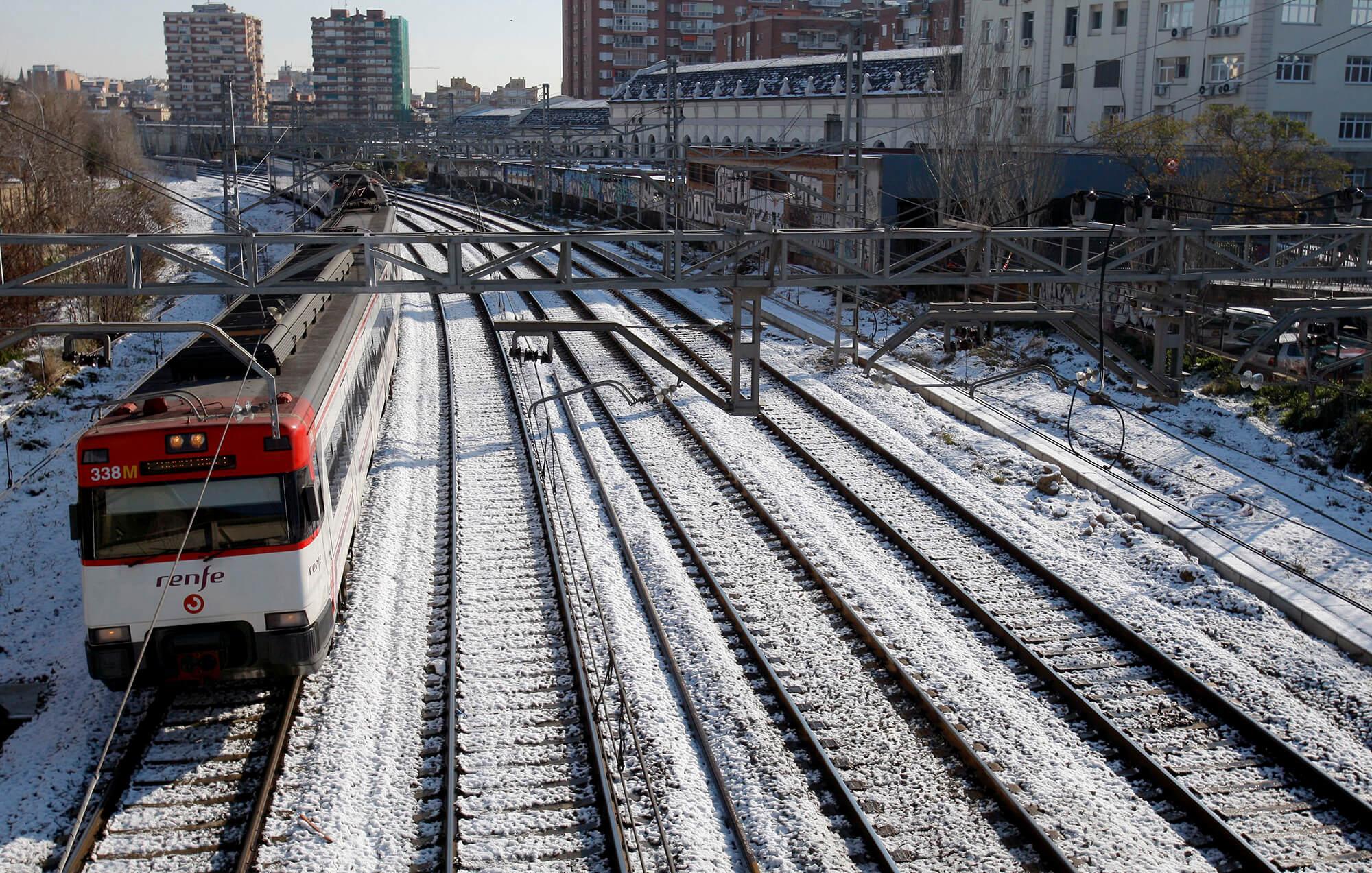 Un tren aturat a l'Hospitalet de Llobregat.