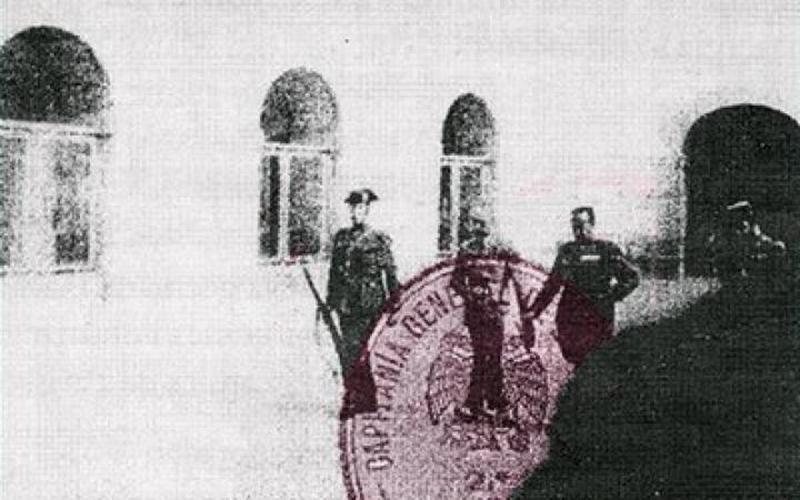El president català al castell de Montjuïc caminant cap a l'escamot d'afusellament