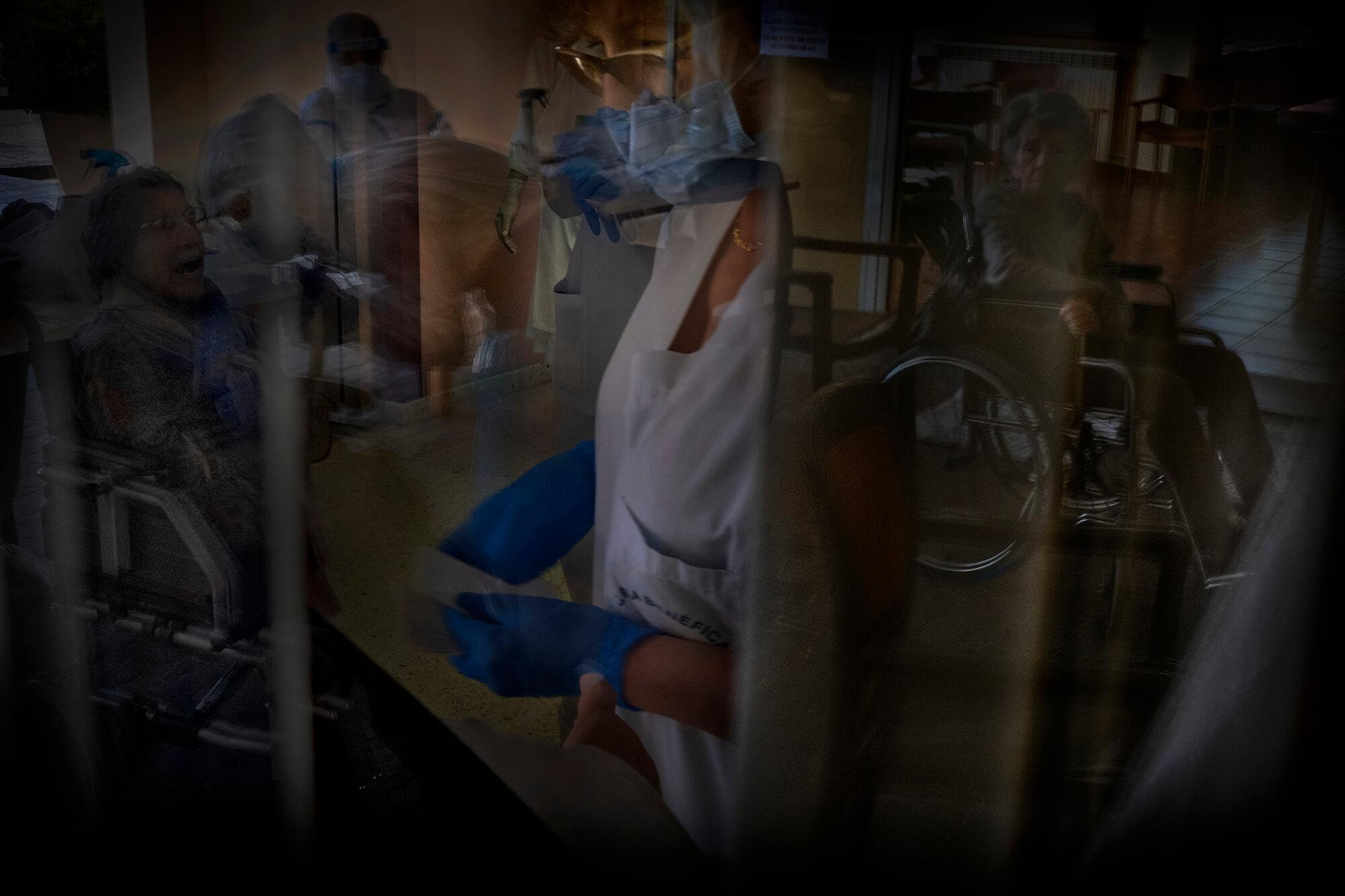 L'ONG Proactiva Open Arms, coneguda per les seves missions de rescat al mar Mediterrani, va decidir coordinar una campanya de tests ràpids per identificar i aïllar els malalts de covid-19 en residències.