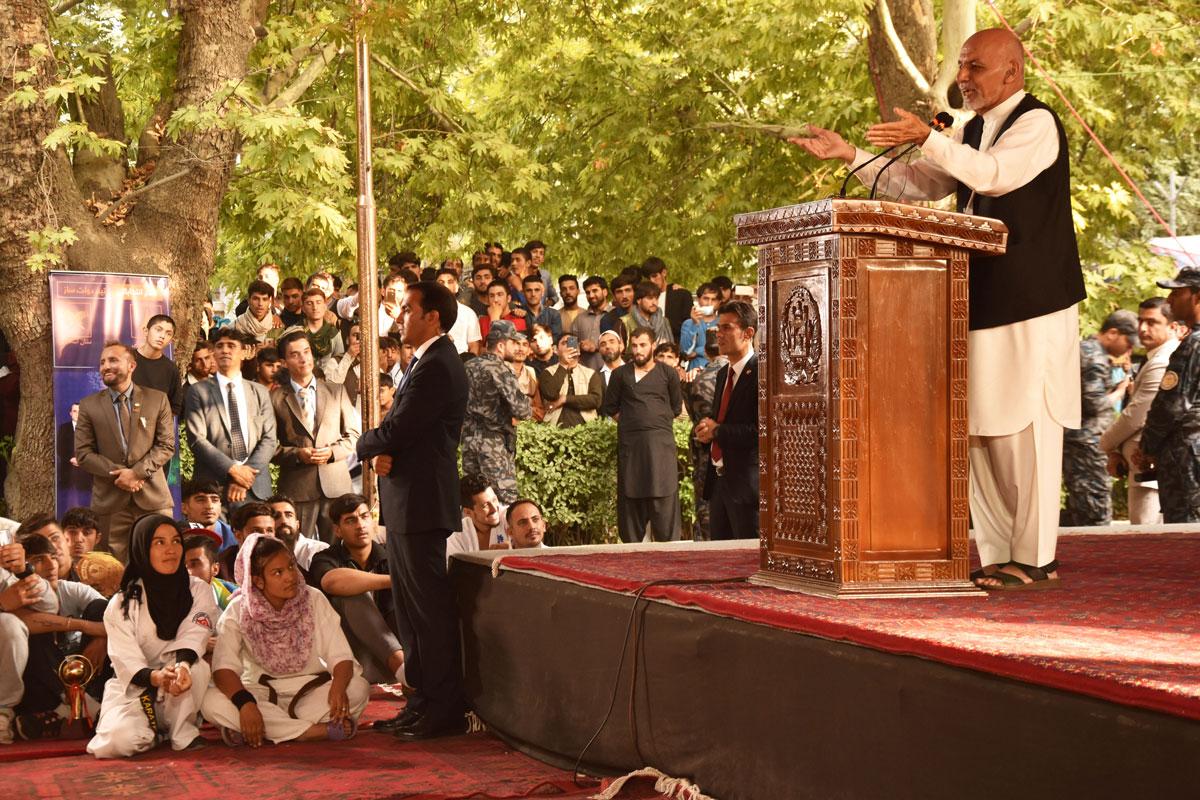 Aixraf Ghani, durant la seva intervenció al míting electoral amb esportistes afganesos que va fer al palau presidencial.