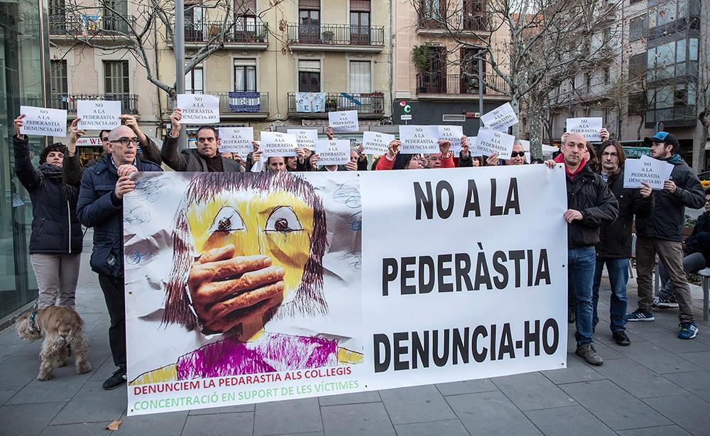 Els familiars de les víctimes dels Maristes es van manifestar el febrer del 2016, després que es destapés el cas.